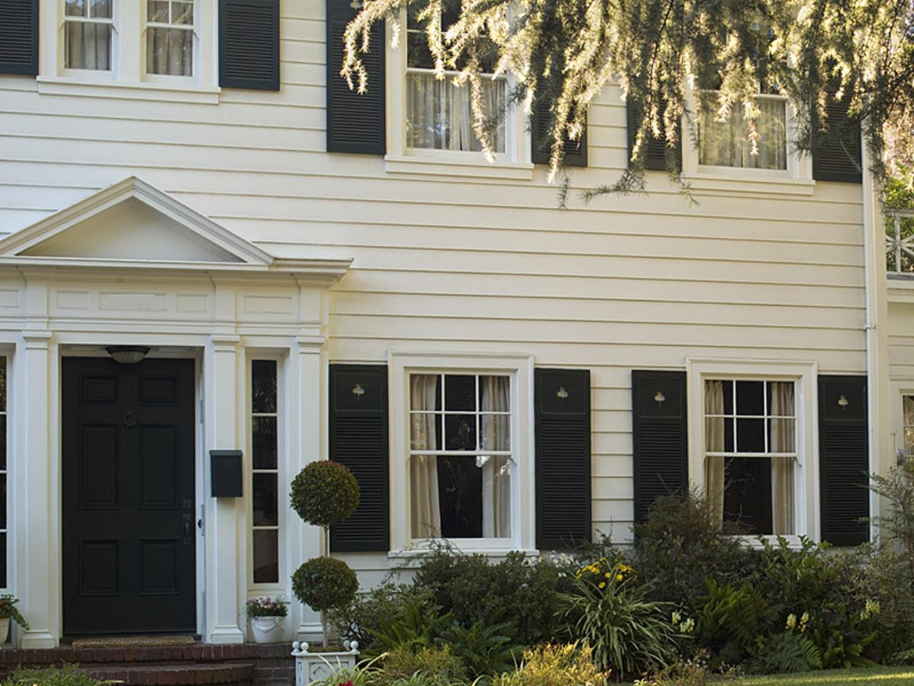 Beautiful exterior paint palettes a change of space for Behr exterior white paint colors