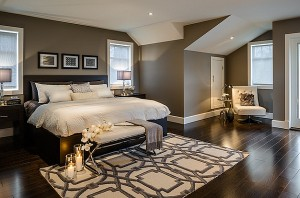 Romantic-Bedroom-with-candles