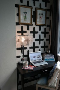 Original-Daniela-Lukomski-Small-Space-Ideas_painted-wallpaper.jpg.rend.hgtvcom.966.1449