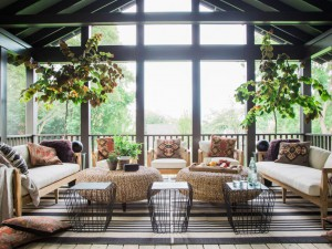 uo2016_screened-porch_01_wide_h-jpg-rend-hgtvcom-966-725